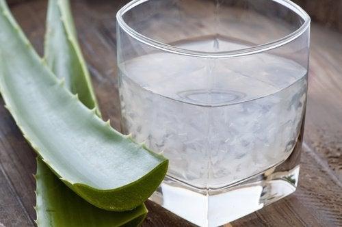 Le jus d'aloe vera contre l'acidité.