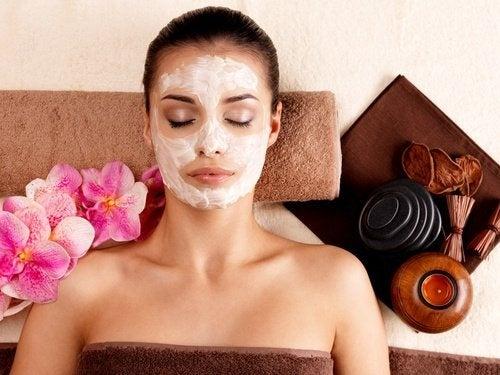 Comment préparer un masque cicatrisant et antirides pour la peau de votre visage