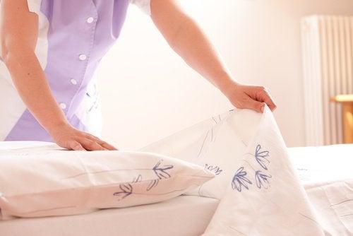 Nettoyer le lit fréquemment