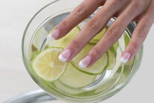 Le citron pour la beauté des ongles