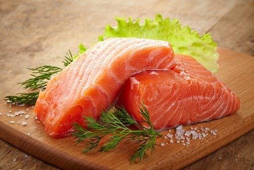 aliments pour la santé des cheveux et des ongles : le saumon