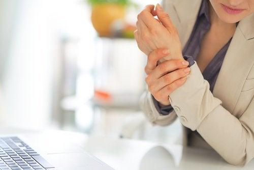 signes sur les mains en rapport avec la santé : mains enflammées