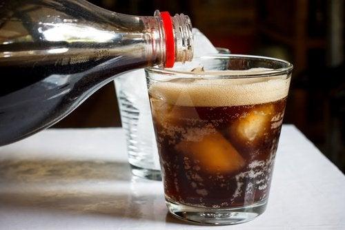 Les sodas sont souvent responsables de la présence d'acidité dans l'estomac.