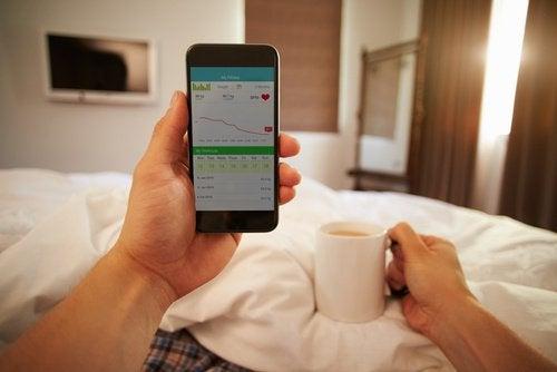 Le téléphone portable sur votre lit.