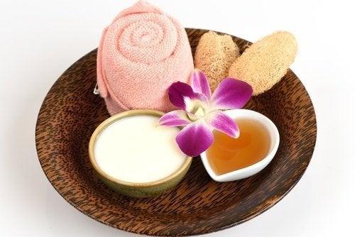 Masque à l'aspirine et au miel pour embellir la peau du visage