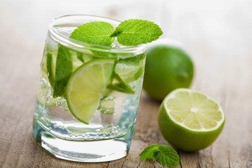 Voici les bienfaits de l'eau au citron à jeun
