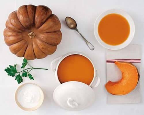 Comment-faire-une-soupe-a-la-courge-et-au-gingembre-500x400