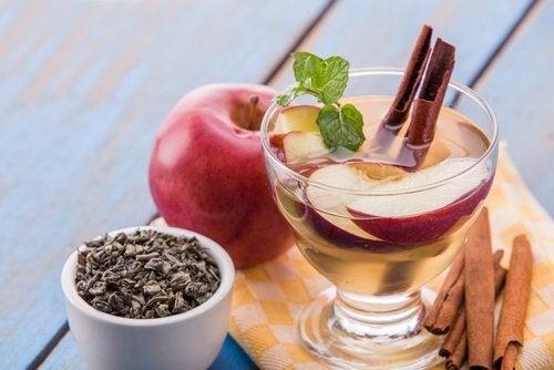 L'eau détox à la pomme et à la cannelle pour stimuler le métabolisme