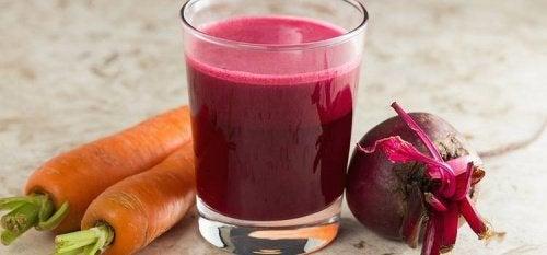 Un smoothie betterave-carotte bon pour la santé