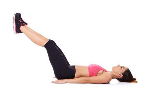 Comment soulager les jambes lourdes : élévation de jamabes