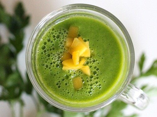 Smoothie-mangue-persil-500x374