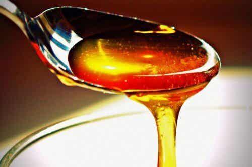 Une cuillerée de miel avant le coucher pour mieux dormir