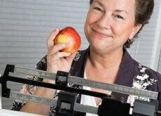 7-astuces-pour-ne-pas-prendre-de-kilos-pendant-la-menopause-500x281