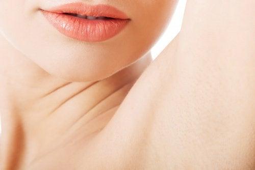 Débarrassez-vous des mauvaises odeurs sous les aisselles avec 6 remèdes maison