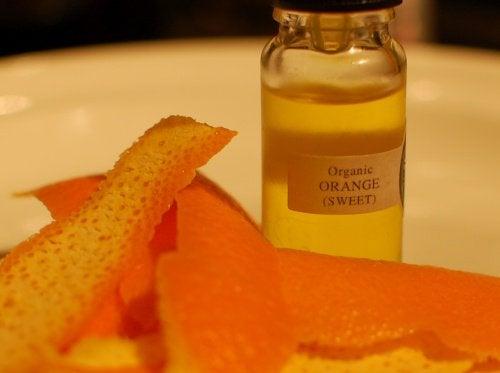 Huile-d'orange-mycoses-pieds-2-500x373