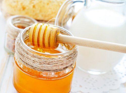 Lait et miel contre la toux sèche