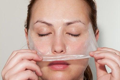 traitements de beauté avec de la gélatine : Masque facial pour les peaux grasses