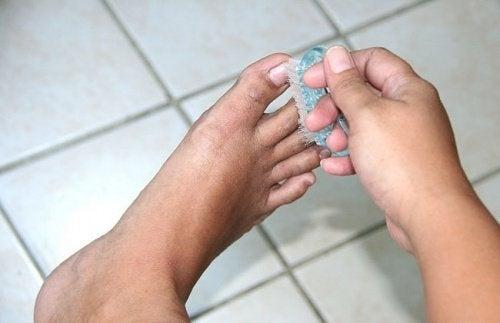 10 remèdes maison pour les mauvaises odeurs des pieds