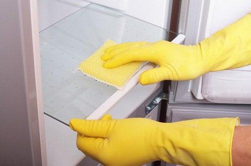 utiliser des gants au moment de faire le ménage