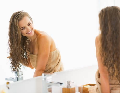 Lhuile les vitamines sur les cheveux