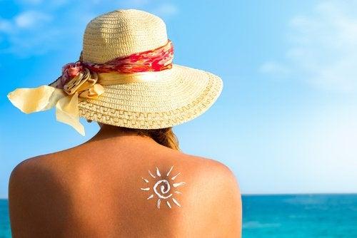 lotion anti-rides: minimiser l'exposition au soleil