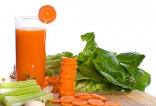 Détendez vos muscles avec cette boisson naturelle à la carotte et au céleri