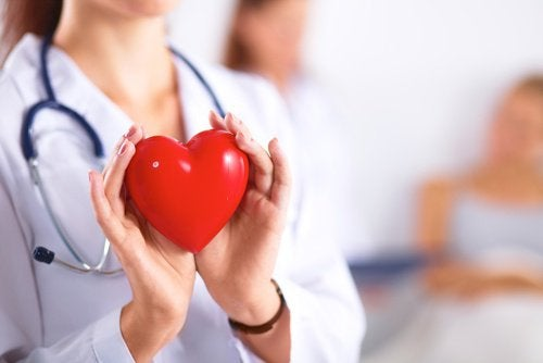 écoulements de sang dans les yeux : le coeur
