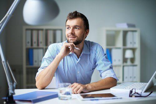 homme-d'affaires-pensant-500x334