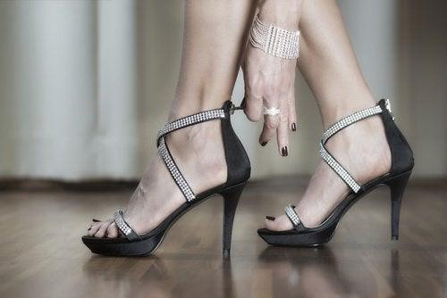 usages de la peau de banane : fait brilles les chaussures