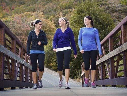 3 femmes qui courent