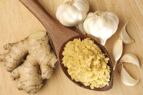 Comment préparer une infusion détox à l'ail et au gingembre ?