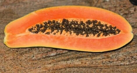 Une demie papaye;