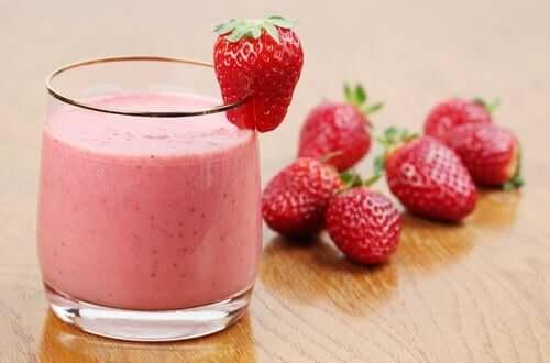 Smoothie fraises pour nettoyer le côlon