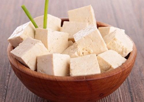 aliments pour atténuer les effets de la ménopause : tofu