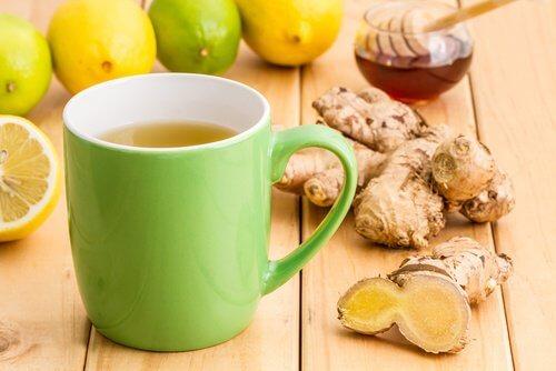 boisson de cannelle, gingembre et miel pour détoxifier le foie et mincir