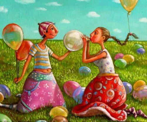 Couple-heureux-gonflant-un-ballon