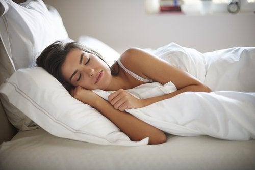 bienfaits merveilleux du miel biologique : incite au sommeil