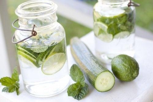 """Résultat de recherche d'images pour """"eau avec concombre"""""""