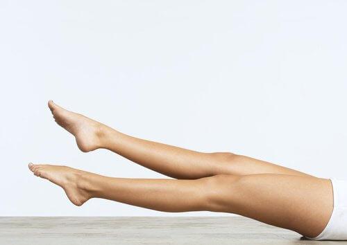 écarter les jambes pour améliorer la circulation sanguine dans les jambes