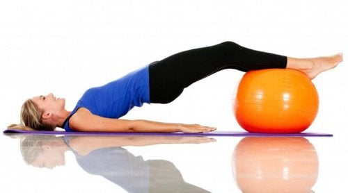 Les ballons de Pilates permettent de modeler le tour de taille.