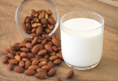 Apprenez à faire du lait d'amande et de coco chez vous