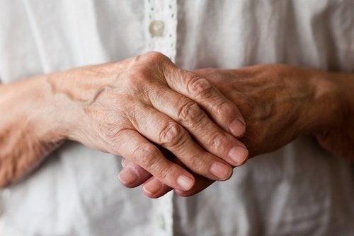 8 remèdes naturels pour soulager les symptômes de l'arthrite des mains et des poignets