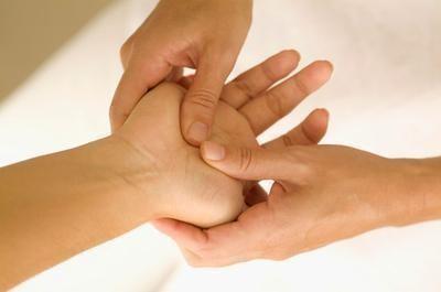 pression sur les mains