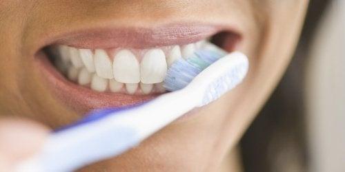Que se passe-t-il si on arrête de se laver les dents pendant un moment ?