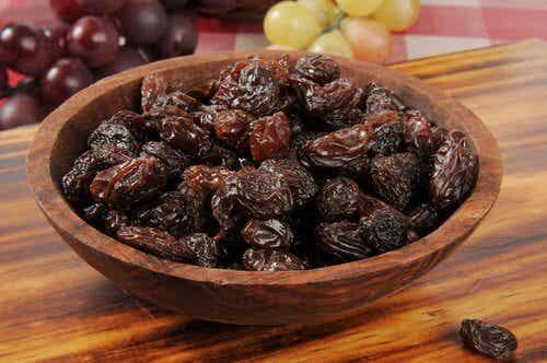 Comment détoxifier son foie en mangeant de l'eau aux raisins secs