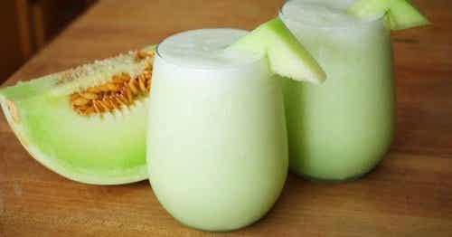 Le smoothie au melon, aux épinards et aux raisins pour la fatigue musculaire