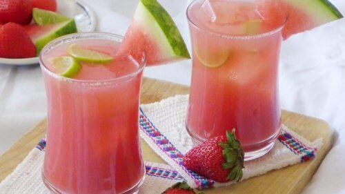 Smoothie-fraises-pasteque-citron-500x281