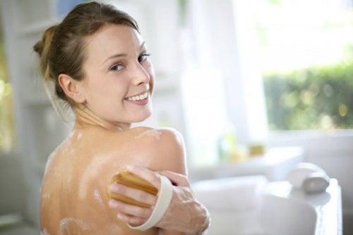 comment combattre l'acné du dos
