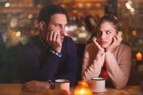 Un couple qui ne se parle pas.