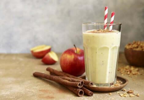 Smoothie à la pomme et à la cannelle
